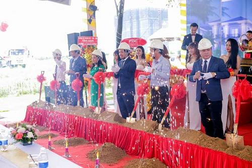Lễ khởi công có sự hiện diện của Ban Tổng giám đốc Công ty CP Xây dựng Sài Gòn (SCC) - Chủ đầu tư, Ban Lãnh đạo Công ty CP Đầu tư Xây dựng F.D.C - Tổng thầu thi công cùng đại diện UBND Phường Cát Lái.