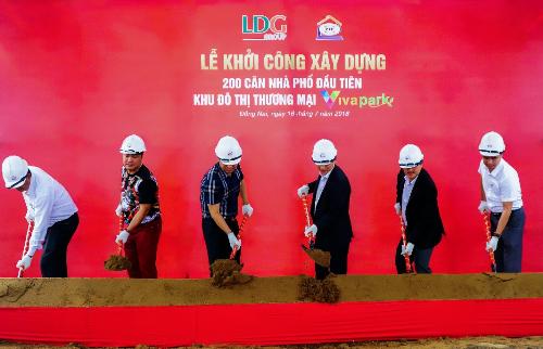 LDG Group vừa khởi công xây dựng 200 căn nhà phố đầu tiên tại khu đô thị thương mại Viva Park.Chủ đầu tư LDG Group  Hotline: 0938 460 560