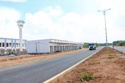Khu đô thị thương mại The Viva City nằm ngay trục đường thương mại rộng 47m kết nối trực tiếp vào thành phố Biên Hòa và đi về TP.HCM nhanh chóng.