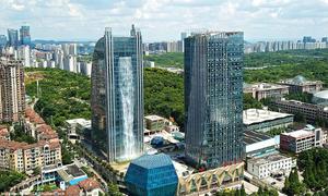 Tòa nhà Trung Quốc xây thác nước 108 m tạo điểm nhấn