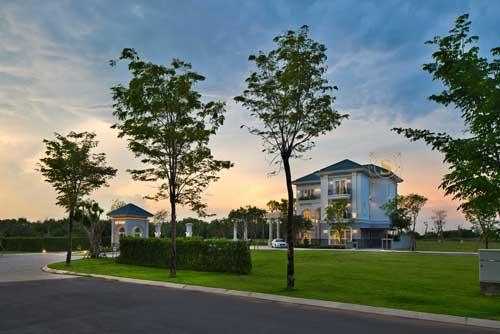 Sol Villas có tổng diện tích 4,5ha, cung cấp101 căn biệt thự, đang trong giai đoạn mở bán đợt hai. Dự án vừa khởi công trong quý II/2018, dự kiến hoàn thành vào 2019.