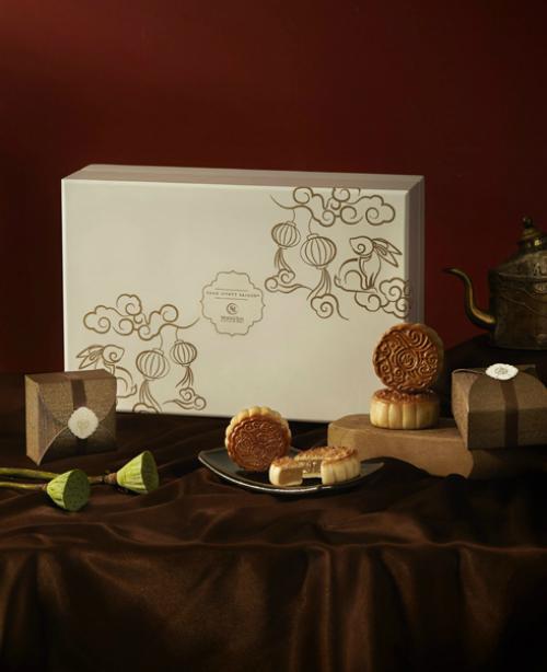 Trên mỗi hộp bánh, các họa sĩ đã sáng tạo nên những họa tiết tinh tế kết hợp giữa văn hoá Trung thu truyền thống và màu sắc hiện đại.