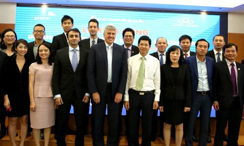 Ban lãnh đạo Sacombank, PwC Việt Nam và CMC SISG tại lễ khởi động dự án Mô hình lượng hóa rủi ro tín dụng.