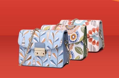 Túi, ví hàng hiệu Venuco Mardridgiá từ403.150 đồng. Sản phẩm sản xuất tại Tây Ban Nha, làm từ chất liệu da PU và Polyester. Có nhiều màu sắc khác nhau cho chị em lựa chọn như từ xanh, xanh biển phối với nhiều tông màu khác nhau.