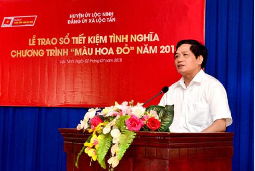 Đồng chí Trần Doãn Tiến, Tổng biên tập báo điện tử Đảng Cộng Sản Việt Nam phát biểu tại lễ trao sổ tiết kiệm tình nghĩa trong chương trình Màu Hoa Đỏ năm 2018.