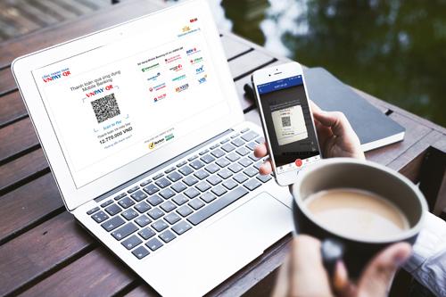 Thanh toán bằng QR Pay đang ngày được đông đảo khách hàng tin dùng bởi những tiện ích mà hình thức này mang lại, chỉ với vài thao tác đơn giản trên chiếc điện thoại, khách hàng có thể tự mình xử lý các hóa đơn mua sắm, ăn uống, đi lại... một cách nhanh chóng.