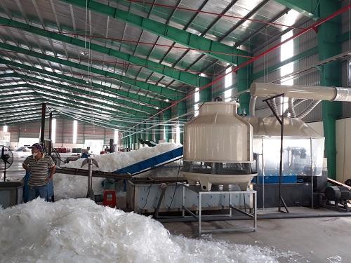 Các doanh nghiệp Việt từng không mặn mà với việc nhập khẩu nhựa phế liệu nhưng khi Trung Quốc ngừng mua, lượng hàng nhập tăng vọt.