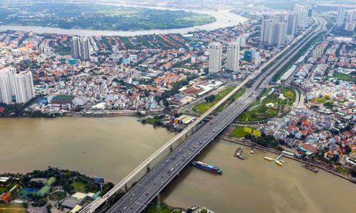 Thị trường căn hộ khu Đông TP HCM nhìn từ trục Xa lộ Hà Nội. Ảnh: Quỳnh Trần