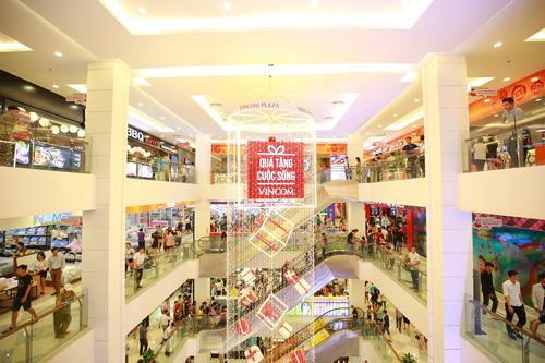 5 tầng trung tâm thương mại Vincom Plaza Thái Nguyên chật kín khách hàng ngay trong ngày đầu khai trương.