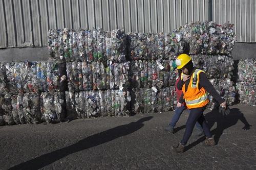 Phế liệu nhựa để tái chế tại thành phố Hillsboro, Mỹ. Ảnh: WSJ