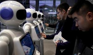 Nhân viên ngân hàng thất nghiệp vì robot