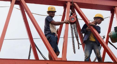 Xây dựng thị trường vốn mạnh là chìa khóa giải quyết bài toán vốn cho nhu cầu về cơ sở hạ tầng. Ảnh: Bloomberg