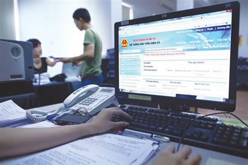 Doanh nghiệp thực hiện các bước tạo lập hồ sơ trên hệ thống đấu thầu qua mạng.