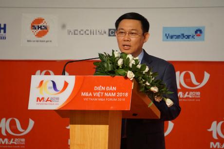 Phó thủ tướng Vương Đình Huệ trao đổi tại Diễn đàn M&A Việt Nam 2018. Ảnh: Viễn Thông