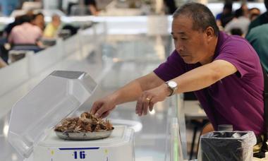 Nhà hàng robot phục vụ của Alibaba