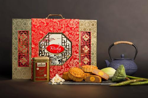 Mỗi hộp bánh Trung thu Richy mang chất lượng bên trong và sang trọng, tinh tế từ thiết kế bên ngoài.