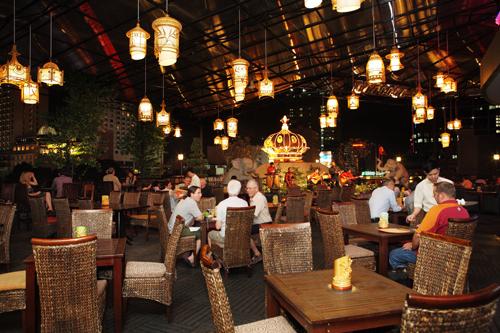địa chỉ giải trí - ẩm thực thân quen của các thương nhân, du khách từng biết đến lịch sử nơi này.