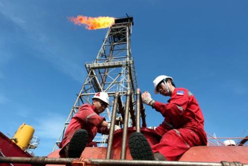 Hoạt động khai thác thăm dò dầu khí tại một mỏ dầu do PVN quản lý. Ảnh: PVN