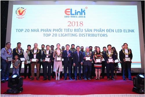 Elink đã giới thiệu đến khách hàng hệ thông dây chuyền sản xuất đèn LED tự động hiện đại của Nhật Bản tại Hội nghị tri ân khách hàng toàn quốc 2018.