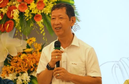 Ông Trần Vũ Lê than vừa bị cháy một xưởng mất vài trăm tỷ đồng nay lại không có nguyên liệu sản xuất. Ảnh: Viễn Thông