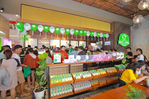 Phúc Long Coffee & Tea thu hút các bạn trẻ trong lần đầu tiên xuất hiện tại Nha Trang.