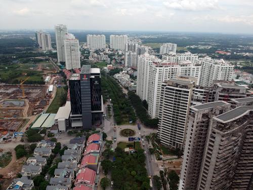 Hai bên đường Nguyễn Hữu Thọ trở thành đại công trường với hàng loạt các dự án đã và đang triển khai.