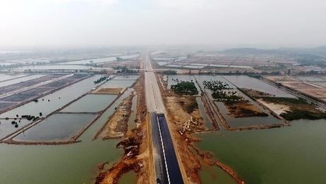 Cao tốc Hạ Long-Hải Phòng nhìn từ trên cao. Ảnh: Minh Cương