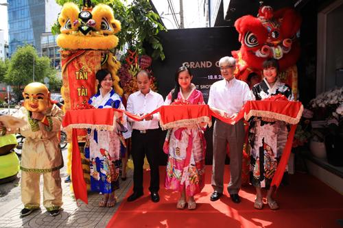 Lễ khai trương showroom Orient tại TP HCM có sự hiện diện của ông Bùi Tuấn Minh - đại diện Orient Việt Nam - Giám đốc điều hành Công ty TNHH Thương Mại Tân Hải Minh và ông Kazushi Otani - đại diện Orient Nhật Bản - Tổng giám đốc Sales & Marketing khu vực châu Á - Tập đoàn Seiko Espon.