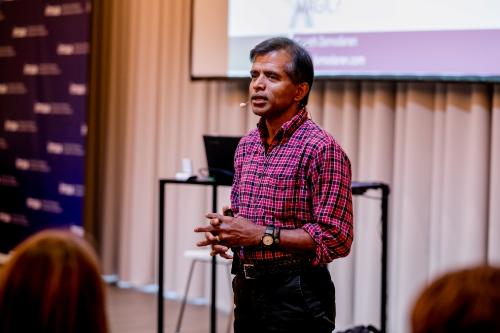 (xin edit) Giáo sư lừng danh Aswath Damodaran với khóa đào tạo Định giá doanh nghiệp đầu tiên tại Việt Nam
