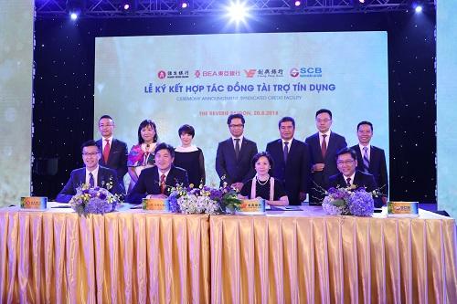 Đại diện SCB và ba ngân hàng cùng ký thỏa thuận hợp tác đồng tài trợ tín dụng.