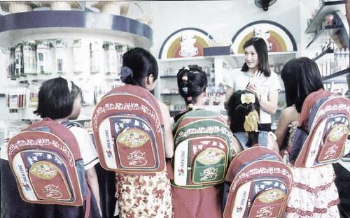 Hình ảnh bút mực, bút bi cùng compa, thước kẻ Thiên Long ngày xưa. Ảnh: Nguyễn Hữu Anh Tuấn.