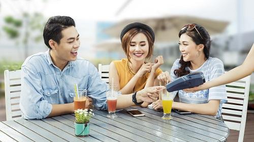 Chủ thẻ tín dụng VIB được ưu đãi giảm giá lên đến 50% tại hàng trăm cửa hàng của các đối tác kinh doanh ẩm thực, thời trang, du lịch...