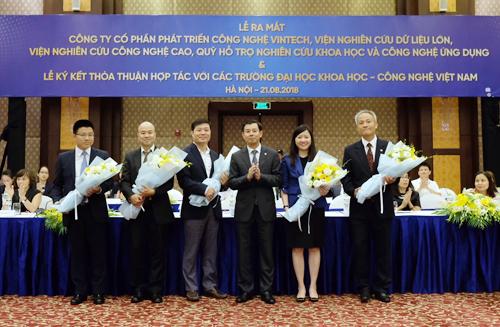 Trong khuôn khổ lễ ký kết thỏa thuận hợp tác với các trường đại học khoa học - công nghệ Việt Nam vàongày 21/8, Tập đoàn Vingroup đã chính thức ra mắt Công ty Phát triển Công nghệ VinTech, Viện Nghiên cứu Dữ liệu lớn, Viện Nghiên cứu Công nghệ cao và Quỹ Hỗ trợ Nghiên cứu Khoa học - Công nghệ Ứng dụng.
