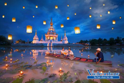 Du khách có cơ hội tham dự Lễ hội thả đèn trời Loy Krathong khi đến Thái Lan dịp cuối năm.