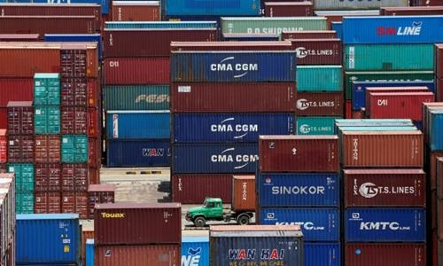 Container tại một cảng biển tại Thượng Hải (Trung Quốc). Ảnh: Reuters