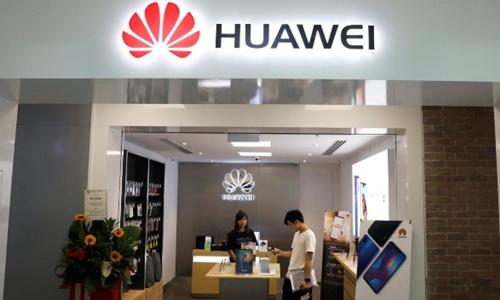 Một cửa hàng của Huawei tại Singapore. Ảnh: Reuters