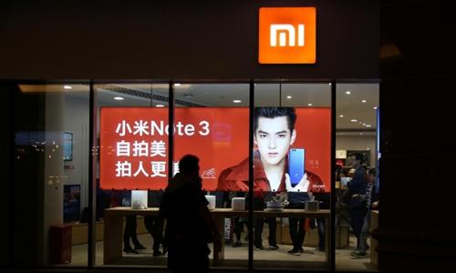 Bên ngoài một cửa hàng của Xiaomi ở Bắc Kinh (Trung Quốc). Ảnh: Reuters