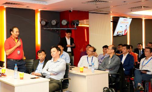 100 chuyên gia, nhà khoa học Việt Nam ở nước ngoài đến thăm Vietjet - 1