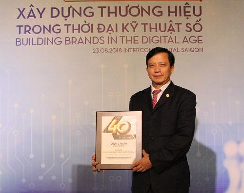 Ông Nguyễn Thành Đô Phó Chủ tịch , Thành viên HĐQT độc lập đại diện HDBank nhận chứng nhận 40 thương hiệu công ty Việt Nam giá trị nhất 2018