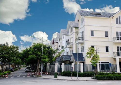 Biệt thự An Khang ba mặt tiền sở hữu lợi thế cảnh quan xanh mát. Website.