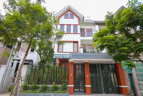 Mỗi căn biệt thự An Khang Villa đều có 2-3 mặt tiền với cảnh quan cây xanh hoàn thiện, tiện ích đầy đủ. Website.