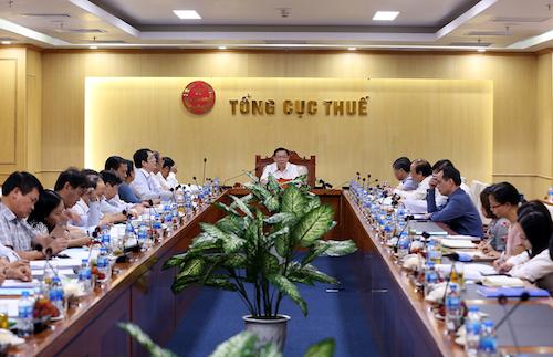 Phó thủ tướng Vương Đình Huệ làm việc với Ban soạn thảo Luật Quản lý thuế sửa đổi ngày 27/8. Ảnh: VGP
