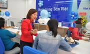 https://kinhdoanh.vnexpress.net/tin-tuc/ebank/ngan-hang/ban-viet-tang-hon-2-000-phan-qua-cho-khach-mo-so-tiet-kiem-3799045.html