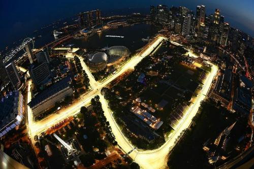 Cung đường đua xe F1 năm 2017 (phần đường được thắp sáng) tọa lại tại vịnh Marina của Singapore. Ảnh: Straits Times.