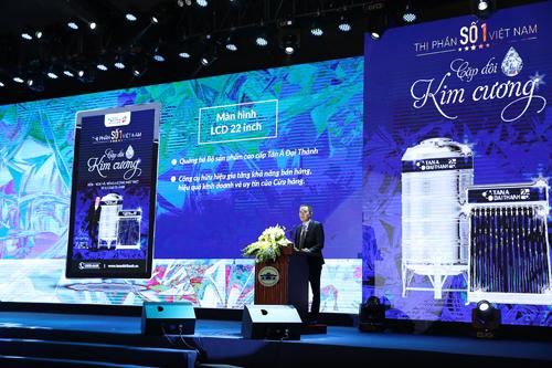 Đại diện Tân Á Đại Thành công bố nhiều chương trình ưu đãi cho đại lý trong Lễ Vinh danh Vua Bồn nước và Ra mắt cặp đôi Kim cương.