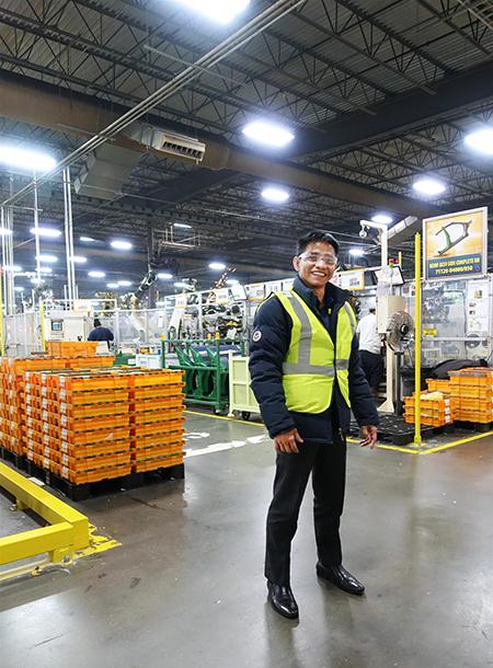 Ông Trần Văn Tỉnh - Tổng Giám Đốc IMM Group đi thẩm định nhà máy sản xuất thân xe HYUNDAI KIA ở Alabama, Mỹ - dự án EB-5 IMM Group đại diện độc quyền tại VN.