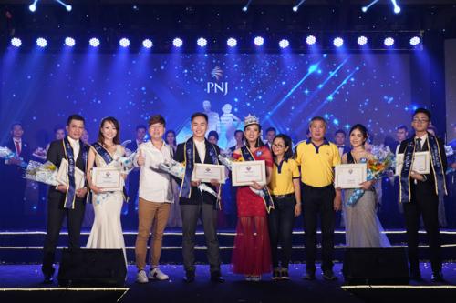 Lễ vinh danh những thủ lĩnh bất bại tiến vào vòng chung kết cuộc thi Cặp đôi bất bại toàn quốc.