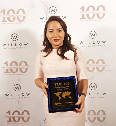 Chị Huyền Lê mới đây đã đạt giải thưởng Top 100 CEO các công ty tư vấn định cư và quốc tịch toàn cầu do tạp chí nổi tiếng EB-5 Investors & Uglobal bình chọn.