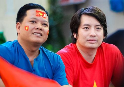 Caption ảnh: trong ảnh ai là ông Hoàng Tuấn Anh?