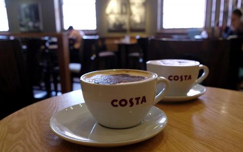 Bên trong một cửa hàng cà phê Costa tại Loughborough, Anh. Ảnh: Reuters